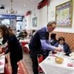 Robin Hood Restaurant Helps Spain's Strugglers